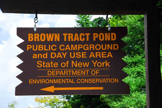 Brown-Tract-Pond-Sign