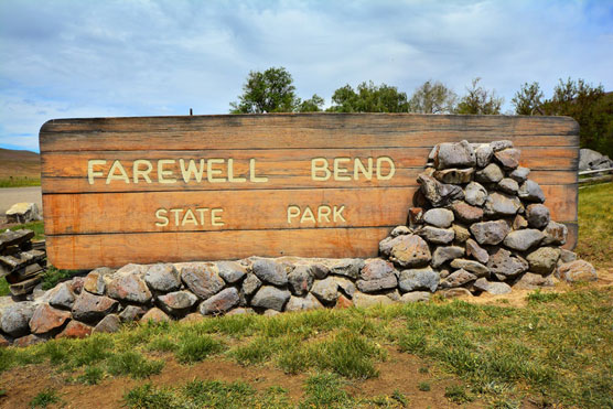Farewell-Bend-Sign