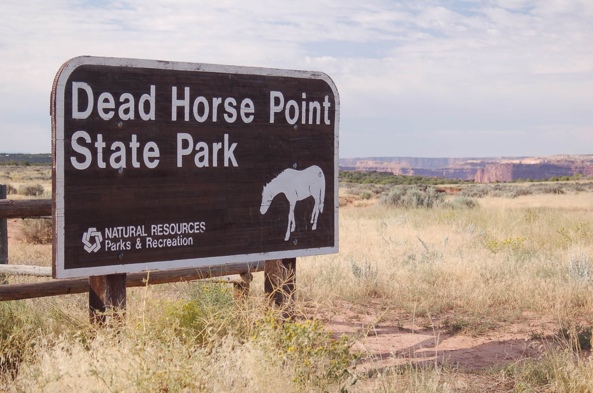 Dead Horse Point State Park Sign_CampsitePhotos.com