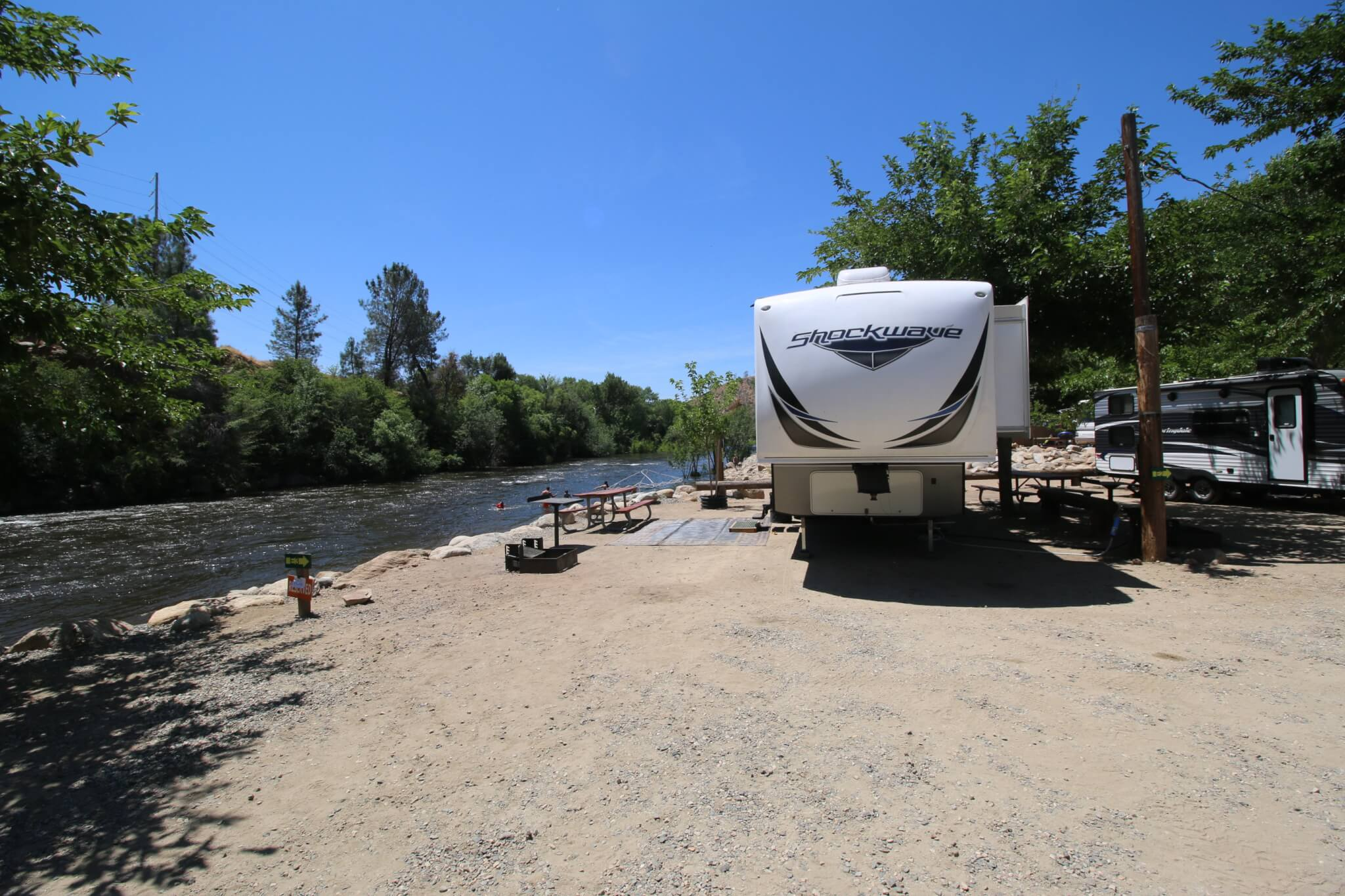 Kern River Campgrounds - Camp Kernville Site E3